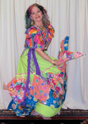 Chelydra in a colorful romany costume